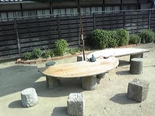 あるじ手作りガーデンテーブル.JPG